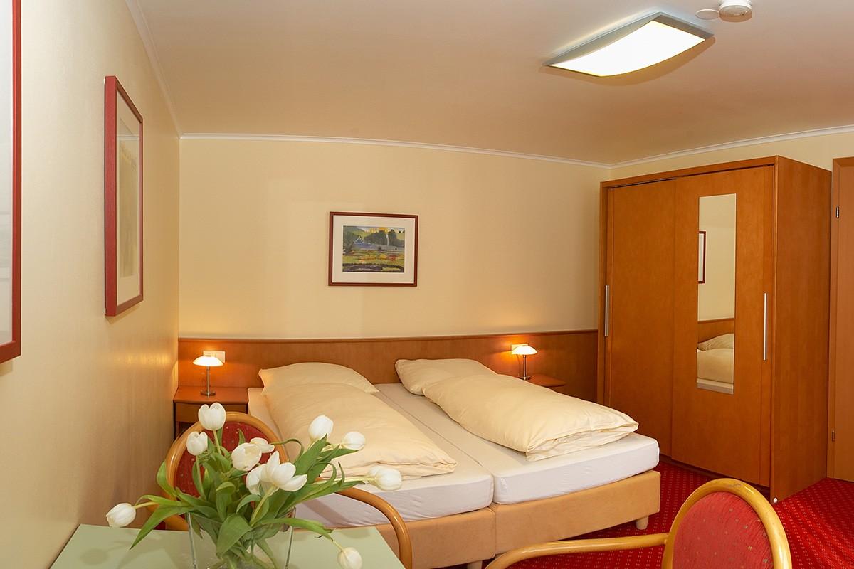 zimmer jugendsporthotel ennstalerhof altenmarkt. Black Bedroom Furniture Sets. Home Design Ideas